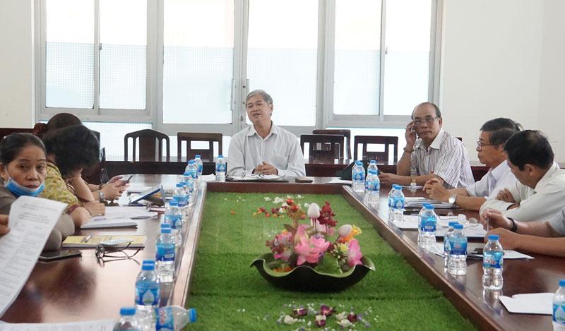 Phó chủ tịch Thường trực UBND tỉnh, Chủ tịch Hội đồng - Nguyễn Văn Đức chủ trì cuộc họp.