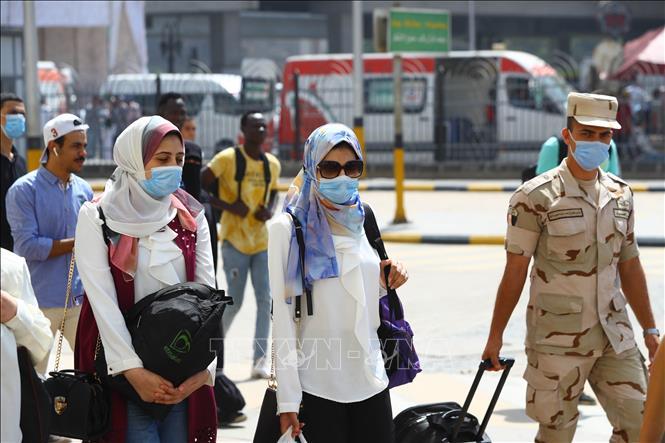 Người dân đeo khẩu trang phòng lây nhiễm COVID-19 tại Cairo, Ai Cập ngày 29-9-2020. Ảnh: THX/TTXVN