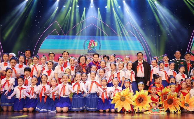 Chủ tịch Quốc hội Nguyễn Thị Kim Ngân với các đại biểu cháu ngoan Bác Hồ tại Đại hội. Ảnh: Trọng Đức/TTXVN