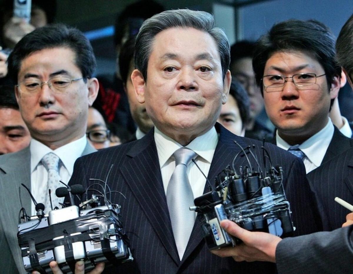Ông Lee Kun Hee trả lời phỏng vấn báo chí tại Seoul, Hàn Quốc năm 2008. Ảnh: AP.