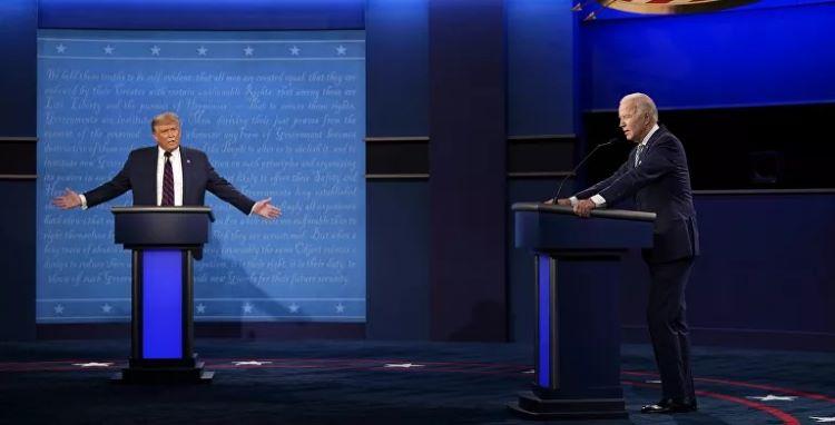 Tổng thống Donald Trump và cựu Phó Tổng thống Joe Biden trong cuộc tranh luận đầu tiên hôm 29-9. Ảnh: AP