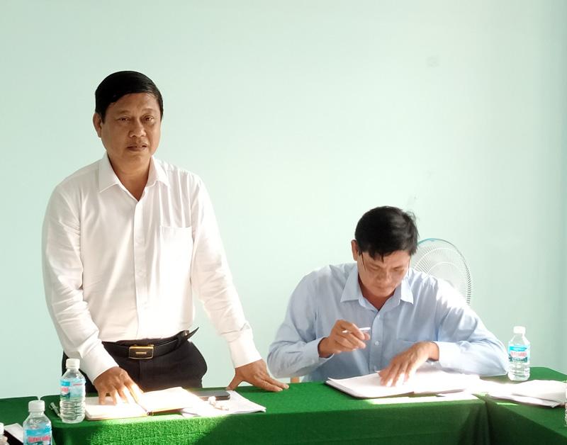 Bí thư Huyện ủy Võ Văn Phê phát biểu tại buổi làm việc.
