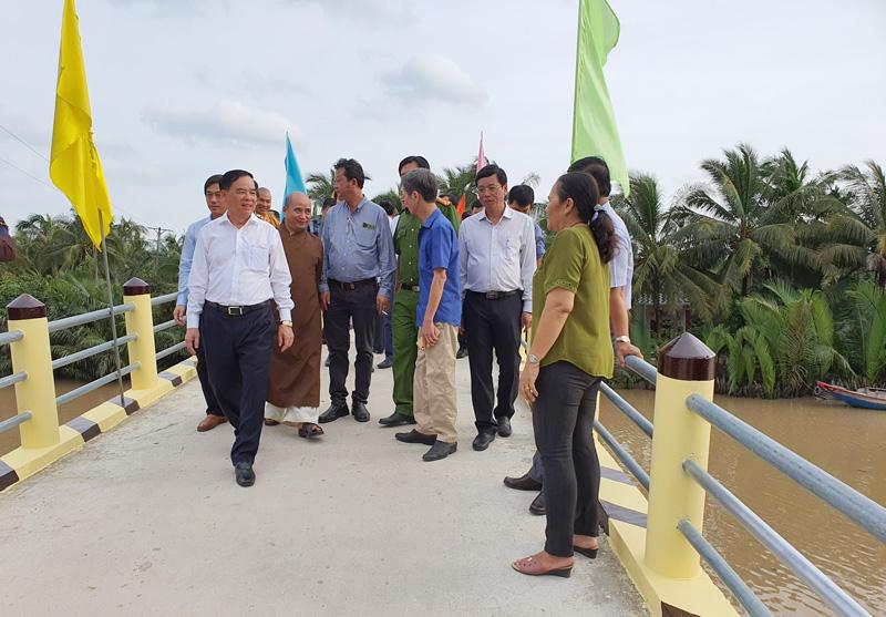 Đại biểu tham quan công trình cầu Tường Nguyên 350 vừa hoàn thành.