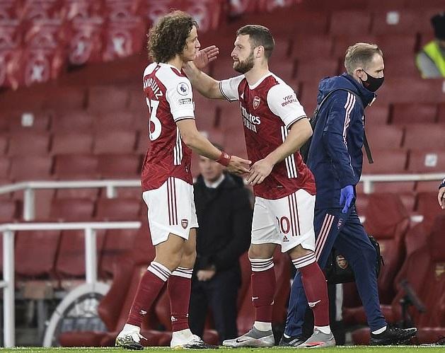 Mustafi (phải) đã từ chối gia hạn hợp đồng với Arsenal