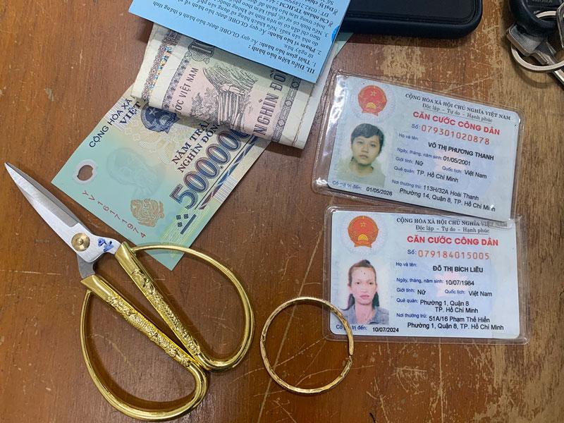 Tang vật thu giữ của hai đối tượng trộm cắp tài sản.