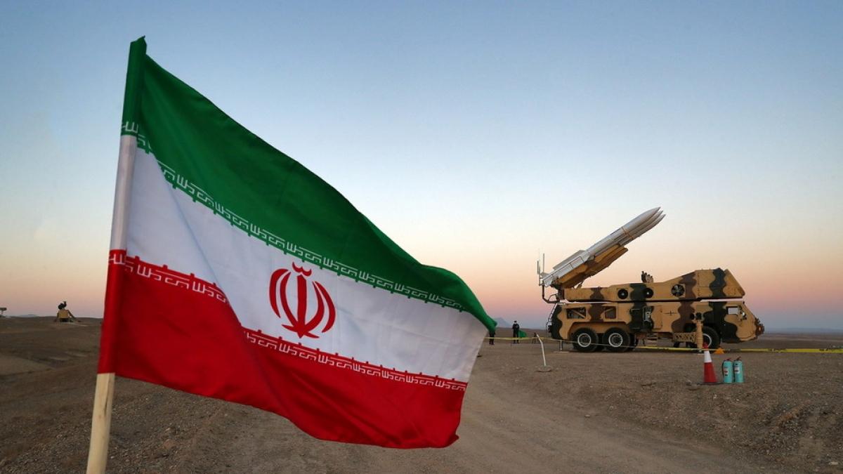 Một hệ thống tên lửa phòng không lưu động trong cuộc tập trận của Iran. Ảnh: Reuters