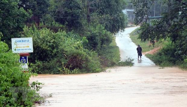Nước trên các sông suối dâng cao làm đường vào làng Mô Pả, xã Đăk Hà, huyện Tu Mơ Rông bị chia cắt. (Ảnh: Cao Nguyên/TTXVN)