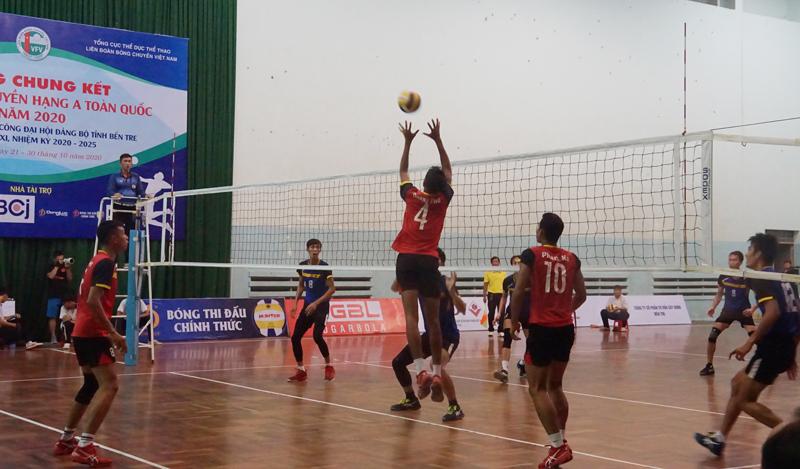 Trận thi đấu bán kết giữa Bến Tre và Trà Vinh.