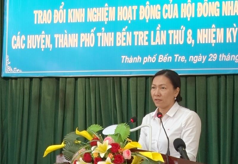 Phó chủ tịch HĐND tỉnh Nguyễn Thị Yến Nhi phát biểu kết luận hội nghị.