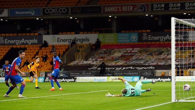 Ait-Nouri mở tỷ số cho Wolves ở phút 18