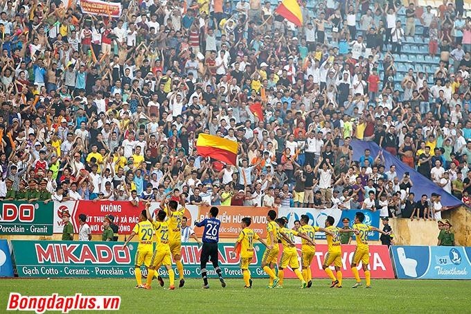 Niềm vui trụ hạng của cầu thủ Nam Định