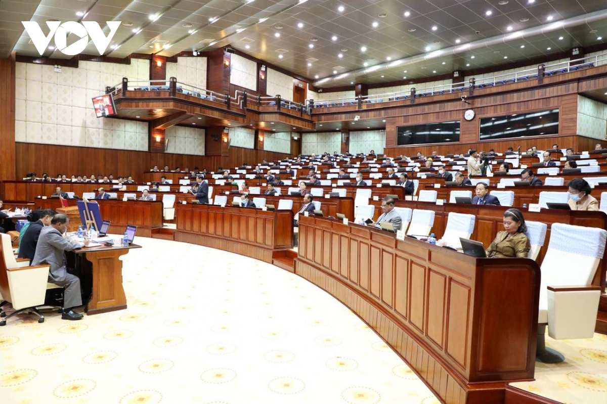 100% đại biểu đã thông qua Dự thảo luật về Nghị định thư công nhận kết quả phân giới, cắm mốc 84% trên đất liền giữa hai nước Việt Nam - Campuchia.