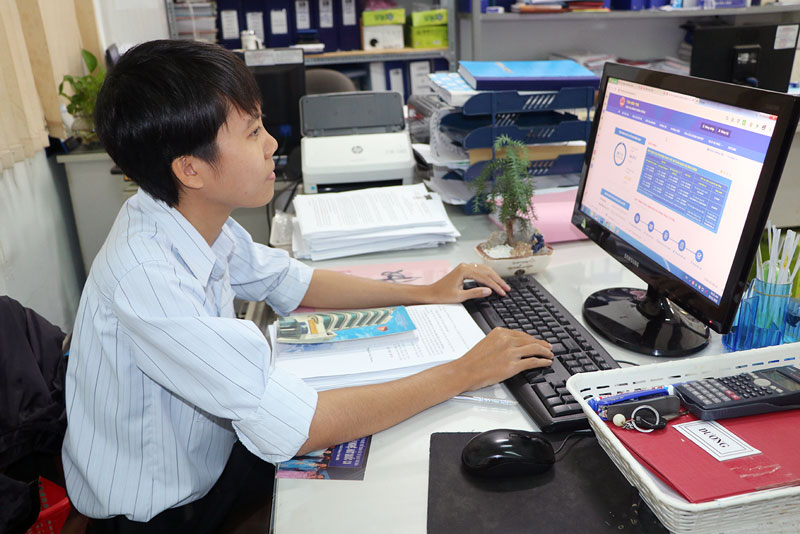 Công chức cấp xã cần được bồi dưỡng để nâng cao khả năng cung ứng và sử dụng dịch vụ công trực tuyến.