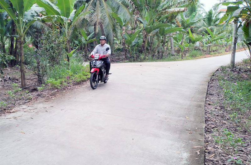 Đường nông thôn xã Phú Túc thông thoáng, sạch đẹp có sự đóng góp của Hội Cựu chiến binh xã.