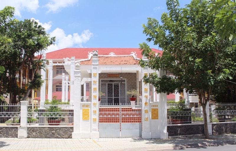 Đền thờ Ân sư tiền vãng. Ảnh: Nguyễn Sự