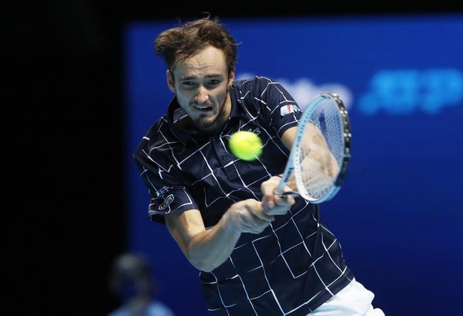 Medvedev có trận thắng thứ 3 trước Djokovic trong 7 lần đối đầu. Ảnh: Reuters