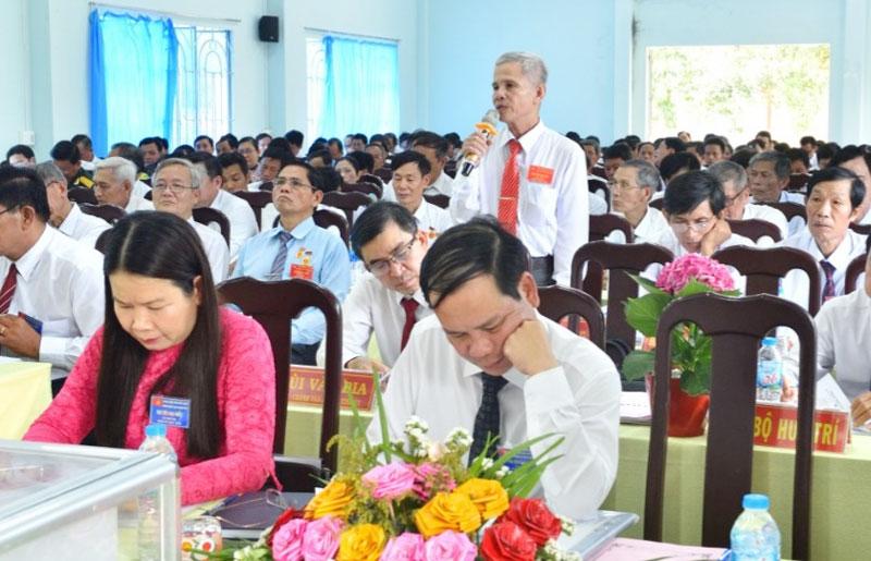 Ông Lê Quang Ngọc phát biểu ý kiến tại Đại hội Đảng bộ xã Tân Thanh Tây, nhiệm kỳ 2020 - 2025. Ảnh: Ngọc Tuyết