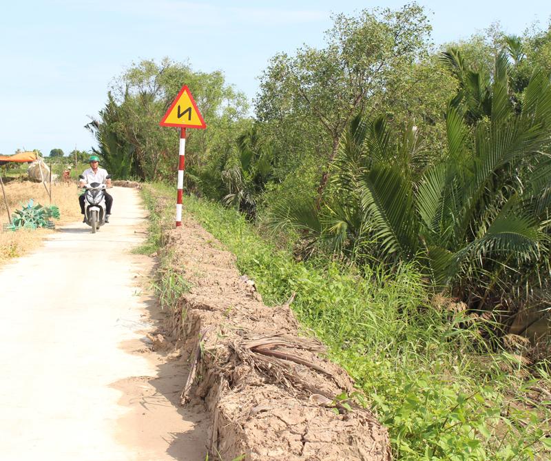 Đường đê bao bê-tông ấp Thừa Trung.
