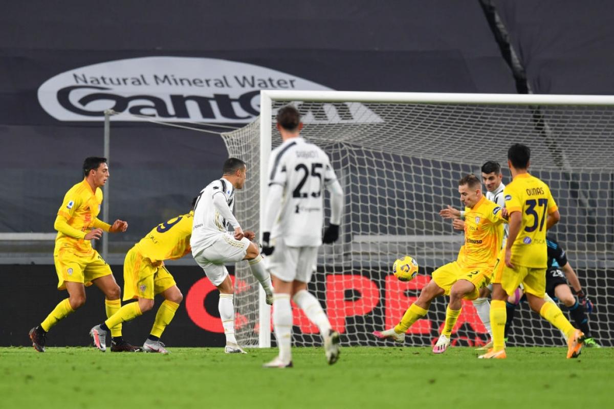 Ronaldo ghi bàn mở tỷ số trận đấu.