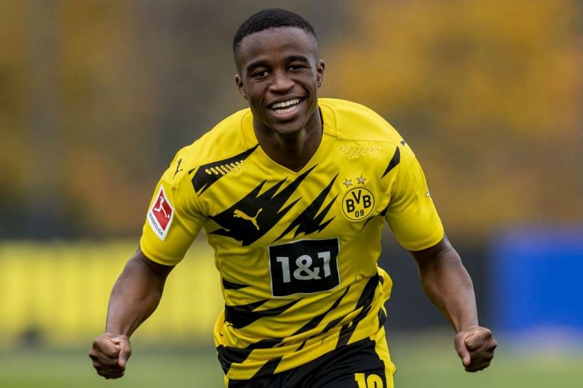 Moukoko trong màu áo Dortmund