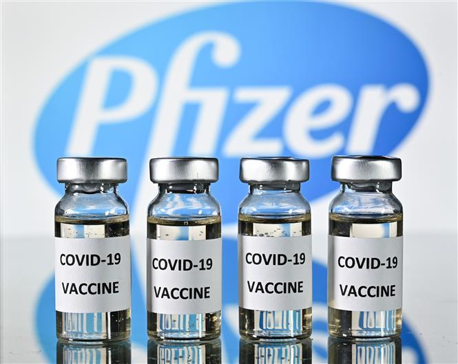 Vaccine ngừa COVID-19 của hãng dược phẩm Pfizer. Ảnh: AFP/TTXVN