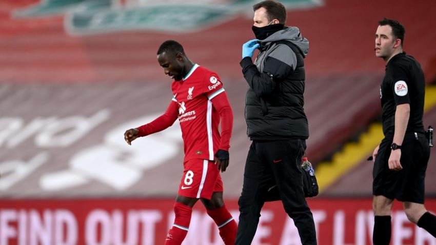 Naby Keita phải rời sân sớm vì một chấn thương