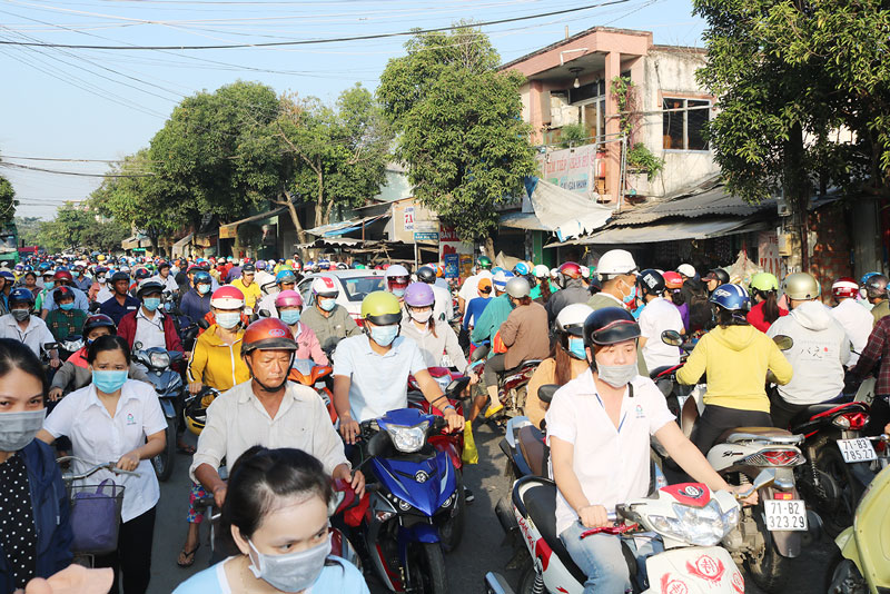 Tình trạng kẹt xe trên đường Nguyễn Đình Chiểu đoạn ngay chợ An Hòa (Phường 8, TP. Bến Tre).