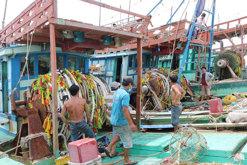 Tăng cường kiểm tra, xử lý hành vi khai thác thủy sản bất hợp pháp.