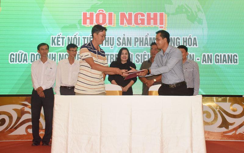 Doanh nghiệp Bến Tre ký kết với Siêu thị Tứ Sơn.