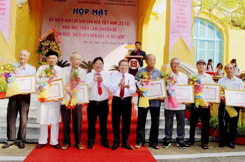 Các cá nhân nhận kỷ niệm chương Vì sự nghiệp di sản văn hóa Việt Nam.