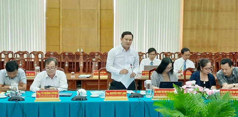 Quyền chủ tịch Ủy ban MTTQ Việt Nam tỉnh Bến Tre Nguyễn Phúc Linh, phát biểu tại hội nghị.