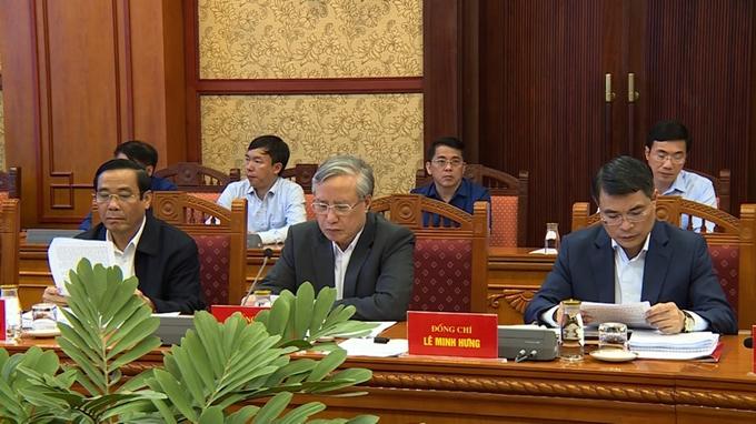 Đồng chí Trần Quốc Vượng và các đồng chí thành viên Tiểu ban tại Hội nghị.
