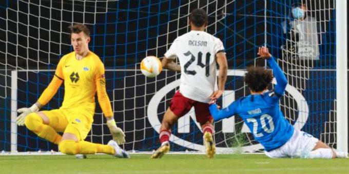 Nelson nâng tỷ số lên 2-0 chỉ sau đó 5 phút