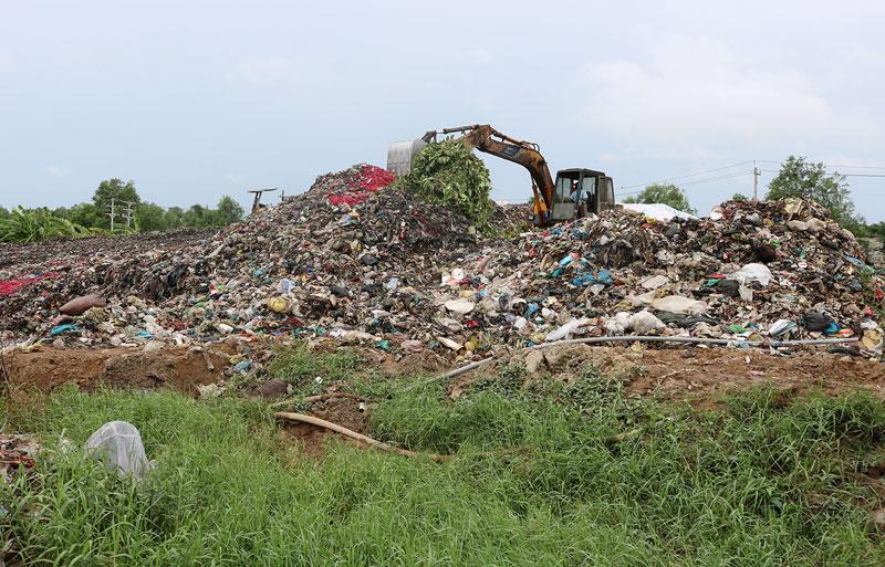 Hoạt động xử lý, khắc phục ô nhiễm môi trường tại Nhà máy xử lý rác thải Bến Tre.