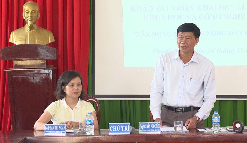 Phó chủ tịch UBND huyện Nguyễn Ngọc Tân phát biểu. Ảnh: Văn Minh
