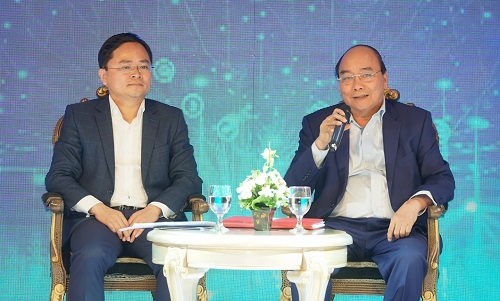 Thủ tướng đối thoại với các doanh nhân trẻ tại Diễn đàn - Ảnh: VGP/Quang Hiếu