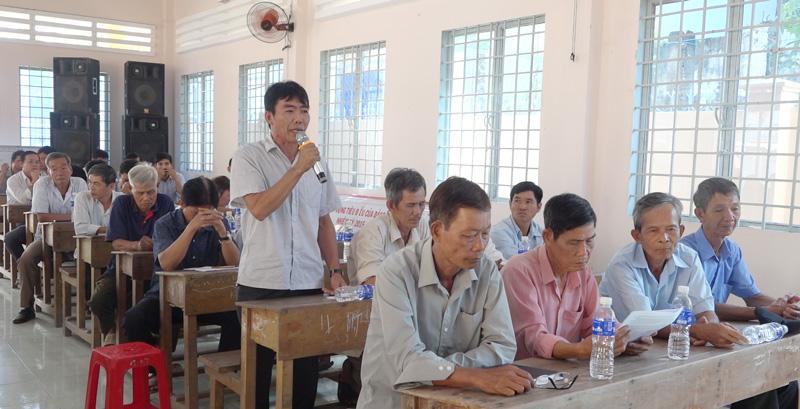 Người dân xã Vĩnh Hòa nêu ý kiến tại buổi đối thoại. Ảnh: Việt Cường