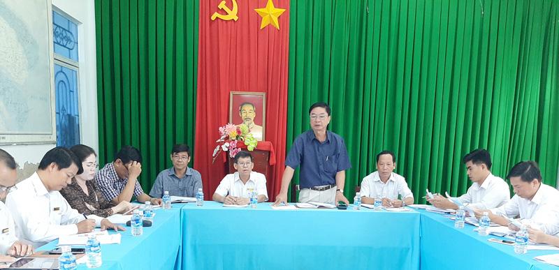 Bí thư Huyện ủy Lê Văn Khê phát biểu. Ảnh: Văn Minh.