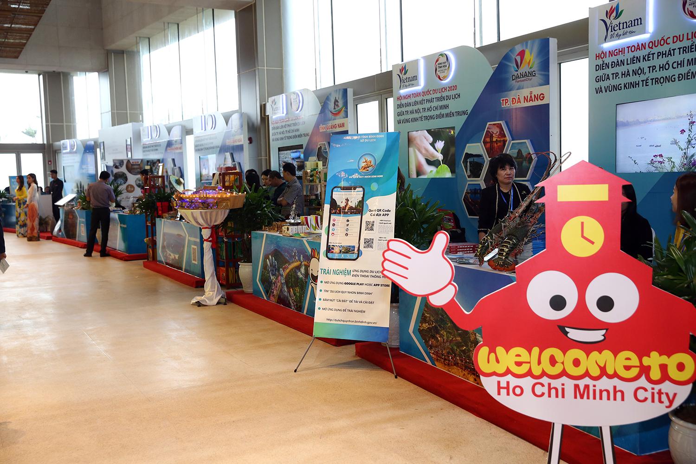 Nhiều sản phẩm du lịch được giới thiệu, quảng bá tại Hội nghị. - Ảnh: VGP/Đình Nam