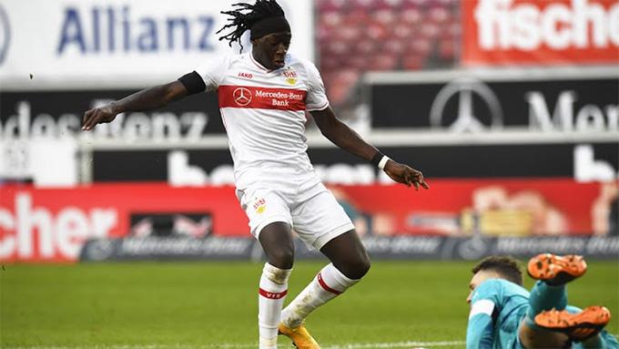 Coulibaly ghi bàn mở tỷ số cho đội chủ nhà