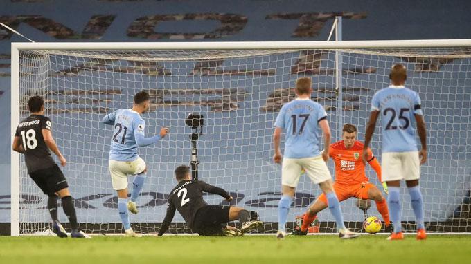 Torres cũng đóng góp 1 bàn