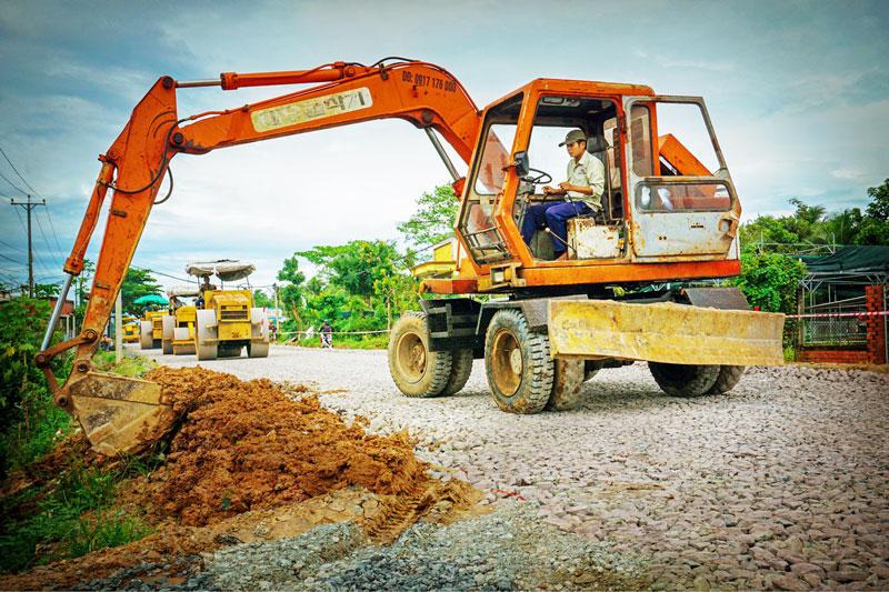 Quốc lộ 57 được nâng cấp ngang qua huyện nông thôn mới Chợ Lách. Ảnh: NG. Dừa