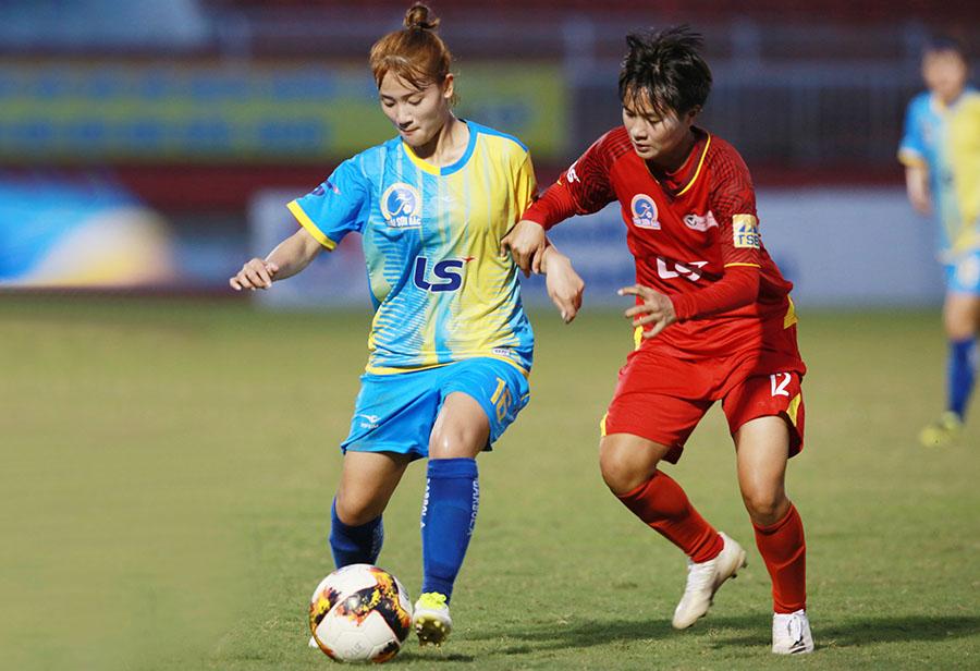 Sơn La (xanh) có chiến thắng đầu tiên ở giải VĐQG nữ Cúp Thái Sơn Bắc 2020.