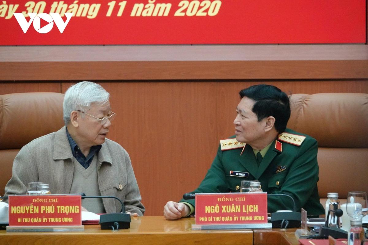 Tổng Bí thư, Chủ tịch nước Nguyễn Phú Trọng và Bộ trưởng Bộ Quốc phòng Ngô Xuân Lịch.