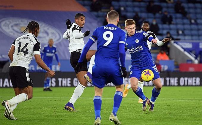 Bàn thắng của Harvey Barnes không đủ giúp Leicester kiếm điểm.