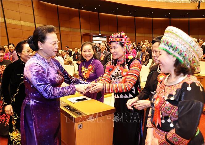 Chủ tịch Quốc hội Nguyễn Thị Kim Ngân với các đại biểu - Ảnh: TTXVN