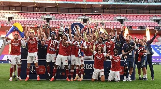 Arsenal bắt đầu hành trình bảo vệ chức vô địch bằng trận gặp Newcastle