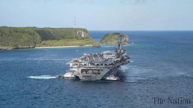Tàu khu trục mang tên lửa dẫn đường USS Ross. (Nguồn: The Nation)
