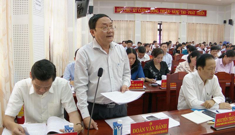 Giám đốc Sở Nông nghiệp - Phát triển nông thôn Đoàn Văn Đảnh phát biểu tại hội trường. Ảnh: Trọng Ân