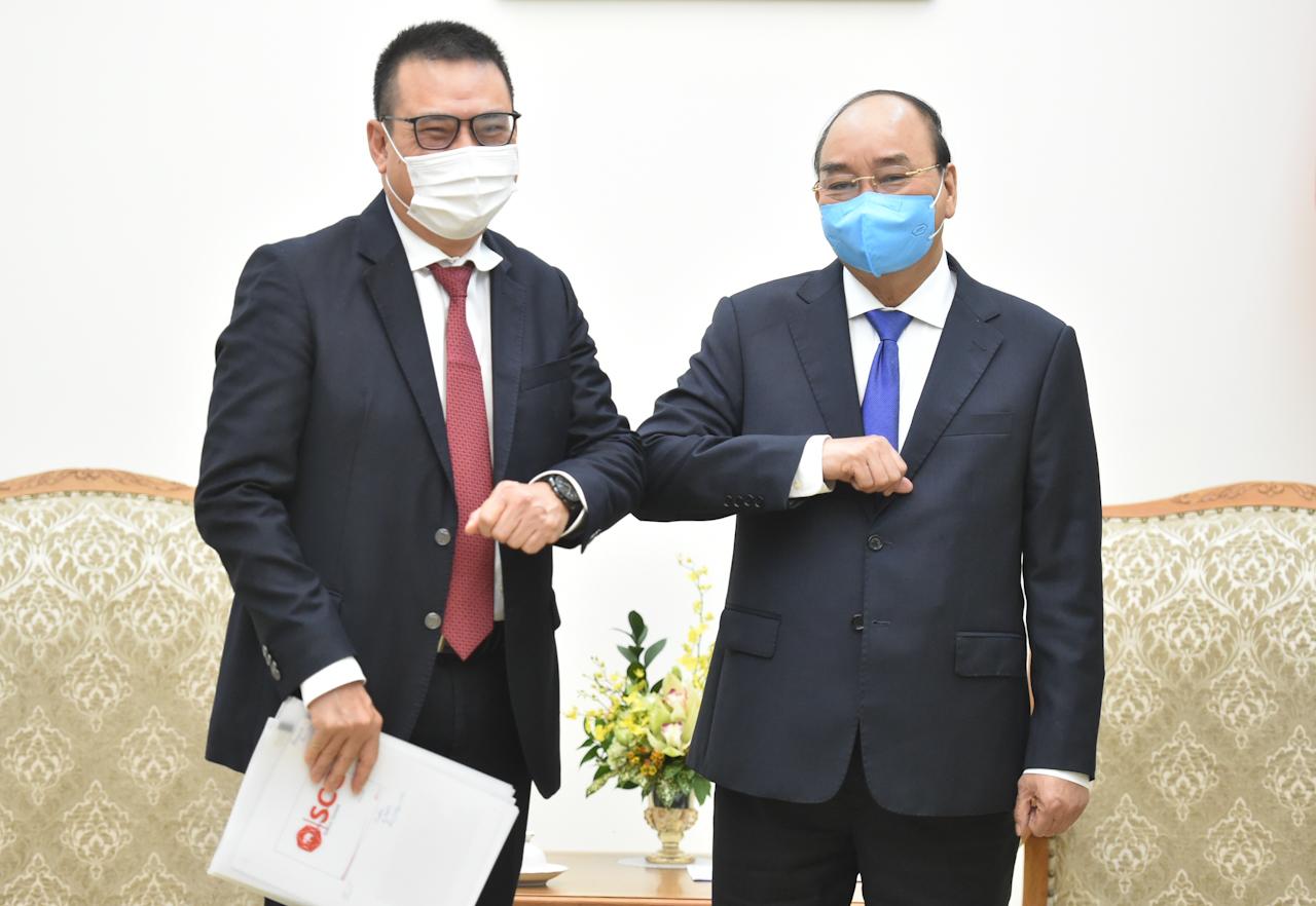 Thủ tướng Nguyễn Xuân Phúc tiếp ông Roongrote Rangsiyopash, Chủ tịch kiêm Giám đốc Điều hành Tập đoàn SCG. Ảnh: VGP/Quang Hiếu